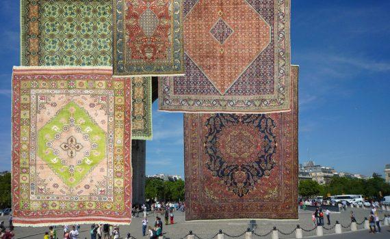 Christo verhüllt den Arc de Triomphe in Paris - Cristo Ihre Wohnung mit Teppichen